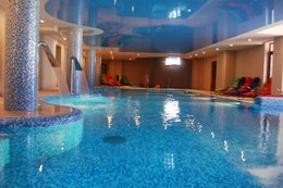 Фото бассейн в СПА отеле Романтик, Яремча