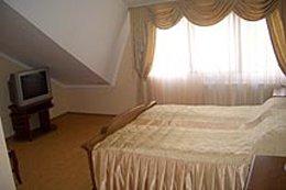 Фото-8 гостиница Золотая пава, Берегово